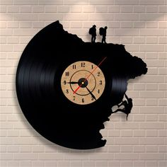 55 creative ideas for great modern wall clock design- 55 kreative Ideen für tolles modernes Wanduhr Design wall clock-red-pointer-climbing-human - Hanging Clock, Clock Art, Diy Clock, Clock Ideas, Vinyl Record Clock, Vinyl Records, Record Wall, Vinyl Cd, Design Rustique