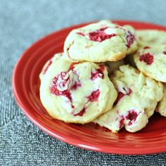 Raspberry Lemon Cheesecake Cookies - soft and fresh with sweet berries and a tangy cheesecake flavor, these cookies are everyone's new favorite! @spabettie