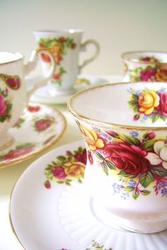 ..My favorite pattern, Old Country Roses.
