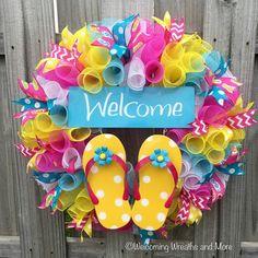 Flip Flop Wreath Summer Wreath Spring Wreath Welcome Wreath Crafts, Diy Wreath, Wreath Ideas, Tulle Wreath, Burlap Wreaths, Easter Wreaths, Holiday Wreaths, Flip Flop Craft, Flip Flop Wreaths