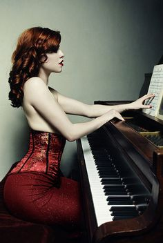 Learn to play piano. Romke Veenstra via Tawanna Bateman onto Red Learn to play piano. Romke Veenstra via Tawanna Bateman onto Red Imagine Pictures, Piano Girl, Piano Man, Shades Of Red Hair, I Love Redheads, Playing Piano, Redhead Girl, Beautiful Redhead, Piano Music