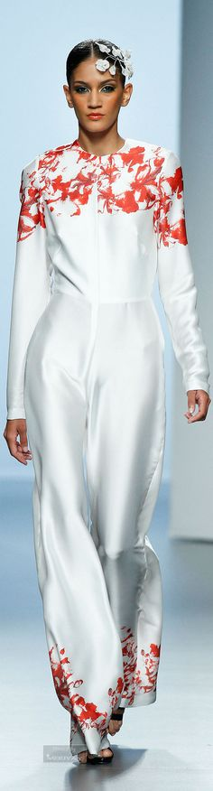 Juana Martin Spring-summer 2015. Designer Wear, Designer Clothing, White Heat, Fashion Week 2015, Fancy Pants, Spring Summer 2015, Dress Me Up, World Of Fashion, Beautiful Dresses
