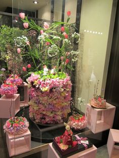 window display #floral #retail #retaildetails