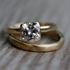 Simple and sweet.   (14k Gold Wedding Band by onegarnetgirl on Etsy, $350.00)