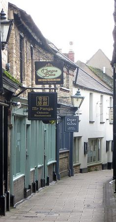 Ginnell off High Street Stamford Lincolnshire, Great Places, Beautiful Places, History Of England, England Uk, Lake District, British Isles, Great Britain, Brittany