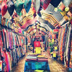 De la couleur et de quoi chiner au marché de Candem Market à Londres. Ne louper pas cette endroit fabuleux, orignal et vivant à Londres. #Londres #Travel