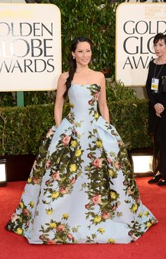 From the gorgeous print to casual fishtail braid, Lucy Liu deserves the Golden Globe for her ensemble