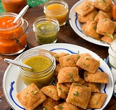 Toasted Cheese Ravioli with Orange Salsa Verde Dipping Sauce - my kids would love these! Yummy Pasta Recipes, Dip Recipes, Great Recipes, Snack Recipes, Dinner Recipes, Snacks, Toasted Ravioli, Cheese Ravioli, Rich Recipe
