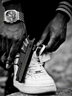 //Gun matches my shoes Randy! Mafia, Arte Do Hip Hop, Estilo Cholo, Tupac Art, Thug Style, Cholo Style, Bad Boy Aesthetic, Gangster Girl, Dope Wallpapers