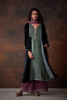 Good Earth brings you luxury design crafted by hand, inspired by nature and enchanted by history, celebrating India's rich history and culture through original, handcrafted products. Pakistani Dress Design, Pakistani Outfits, Indian Outfits, Anarkali, Churidar, Lehenga, Sarees, Indian Fashion Dresses, Dress Indian Style