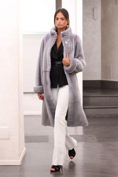 Sapphire Female Mink Fur Coat with hooks and button at the collar. Giacca di Visone Femmina color Zaffiro con gancetti e bottone al collo. #elsafur #fur #furs #furcoat #coat #cappotto #peliccia #pellicce