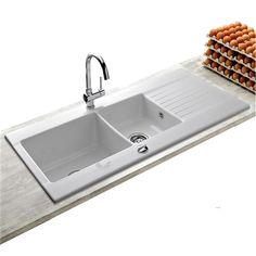 Votre cuisine mérite un évier de qualité ! Cet évier à encastrer en grès céramique blanc, sélectionné par la marque KÜMBAD, offre deux bacs et de larges bords pour une aisance quotidienne dans les...