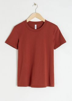 Cotton T-Shirt - Rust - Tops & T-shirts - & Other Stories Simple Shirts, Plain T Shirts, Tumblr Outfits, Fashion Story, Women's Fashion, Fashion Outfits, Wardrobe Staples, Capsule Wardrobe, Shirt Outfit