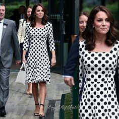 KATE MIDDLETON cheered on Andy Murray at Wimbledon today as she enjoyed day one of the tennis, and the Duchess of Cambridge stepped out in a striking spotty print dress as well as revealing a new hair cut. Kate Middleton Wimbledon, Estilo Kate Middleton, Kate Middleton Style, Wimbledon 2017, Pippa Middleton, The Duchess, Duchess Of Cambridge, Dolce & Gabbana, Street Style