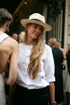 French Street Style. Perfect sun hat.
