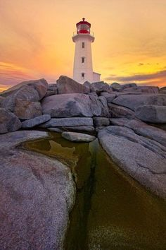Peggy's Cove Lighthouse Nova Scotia One of my most favorite places to visit. Parks, Nova Scotia, Rocky Mountains, Places Ive Been, Places To Go, Saint Mathieu, Grands Lacs, Lighthouse Pictures, Beau Site