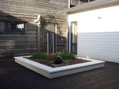 Istutusallas -TÄMÄ on Extra hieno Raised Beds, Garden Design, Garage Doors, Gardens, Building, Outdoor Decor, Home Decor, Decoration Home, Room Decor
