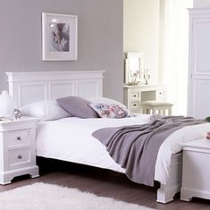 30 Stylish and Unique Master Bedroom Design Ideas - PinZones Solid Oak Furniture, White Bedroom Furniture, Living Room Furniture, Bedroom Themes, Bedroom Colors, Bedroom Sets, Bedroom Wall, Bedrooms, Queen Bedroom