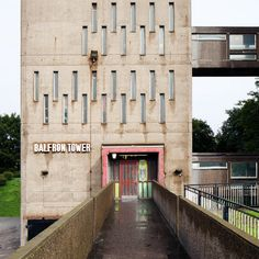 Brutalist buildings: Balfron Tower, London by Ernö Goldfinger London Architecture, Urban Architecture, Concept Architecture, Brutalist Buildings, Modern Buildings, Interesting Buildings, Amazing Buildings, Game Level Design, Building Art