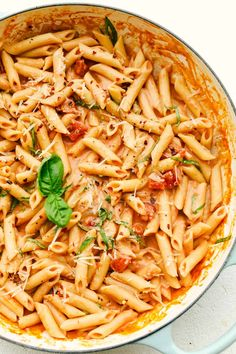 Penne alla Vodka is creamy, full of flavor and absolutely divine! This simple yet elegant dish is exploding with a creamy rich tomato sauce, and tender pasta. Perfect dinner anytime of the week! Seafood Pasta Recipes, Yummy Pasta Recipes, Soup Recipes, Cooking Recipes, Dinner Recipes Easy Quick, Quick Dinner Recipes, Best Penne Alla Vodka Recipe, Italian Dishes, Italian Recipes