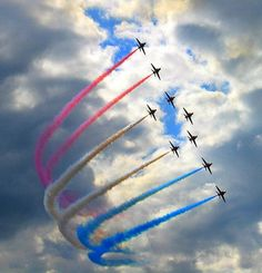 Photographing Air Shows :: Digital Photo Secrets Red Arrow Plane, Raf Red Arrows, Action Photography, Auto Glass, Women In History, Ancient History, Aviation Art, Air Show, African American History