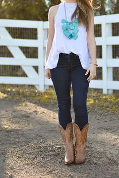 what to wear to a country concert, josh abbott, turquoise necklace, turquoise bracelet, cowboy boots, free people tank, texas girl, sorority girl, style, fashion Country Concert Fashion, Country Concert Outfit, Country Concerts, Country Fashion, Style Fashion, Preppy Fashion, Fashion Spring, Cowboy Boot Outfits, Winter Boots Outfits