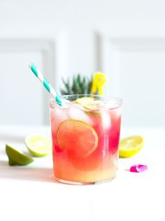 Qui a dit qu'il fallait absolument de l'alcool pour réaliser des cocktails génialissimes et go Easy Alcoholic Drinks, Party Drinks Alcohol, Drinks Alcohol Recipes, Cocktail Drinks, Healthy Drinks, Colorful Cocktails, Summer Drinks, Popular Cocktails, Vegetarische Rezepte