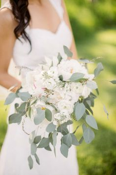 This peony and ranunculus bouquet is proof that organic-inspired details can still be romantic.