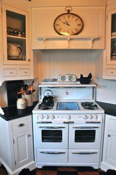 A Cottage Kitchen - Kitchen - San Diego - by Kathy Ann Abell Interiors Kitchen Stove, Cozy Kitchen, New Kitchen, Kitchen Ideas, Compact Kitchen, Kitchen Black, Kitchen Redo, White Cottage Kitchens, Home Kitchens