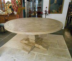 Tavolo rotondo realizzato in abete antico di patina e patinato al naturale