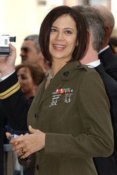 Catherine Bell Hair — not regulation for a woman Marine — clear the collar or wear it up. No Marine wears a uniform with that sexy fit either. But that's TV Land! Military Hair, Military Women, Cathrine Bell, Catherine Bell Today, Army Haircut, The Good Witch Series, Short Hair Cuts, Short Hair Styles, Sport Tv