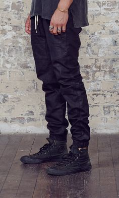 Sureshot – Black Leather | ZANEROBE  Black distressed Converse
