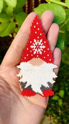 Peyote Stitch Patterns, Bead Embroidery Patterns, Bead Embroidery Jewelry, Beaded Jewelry Patterns, Beaded Embroidery, Beading Patterns, Beaded Christmas Ornaments, Christmas Gnome, Seed Bead Jewelry