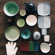 今、巷で注目を集めている波佐見焼の白山陶器。毎日使いたくなる溺愛必至の器が多いことで有名なんです。そんな波佐見焼の老舗メーカーである「白山陶器」の器は、波佐見焼の代名詞的存在として全国的に人気を集めています。!今回は愛される秘密と、オススメシリーズをご紹介します。