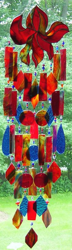 Stained and fused glass wind chimes, suncatchers Stained Glass Projects, Stained Glass Art, Mosaic Glass, Fused Glass, Mobiles, Blowin' In The Wind, Glass Wind Chimes, Rain Chimes, Glass Artwork