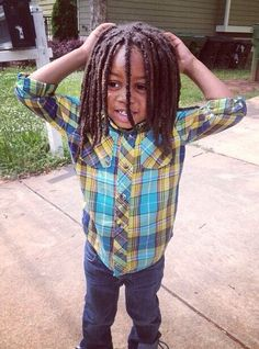 Children with locs Black Boys Haircuts, Toddler Haircuts, Boy Haircuts, Curly Hair Growth, Curly Hair Styles, Natural Hair Styles, Kids With Dreadlocks, Baby Dreads, Dreadlock Rasta