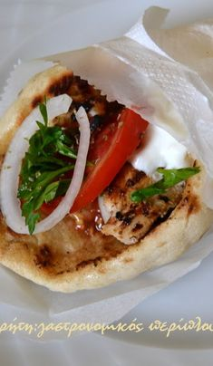 Chicken gyros on pan. Chicken Gyros, Greek Dishes, Wine Parties, Yams, Greek Recipes, Fajitas, How To Cook Chicken, Caprese Salad, Food To Make