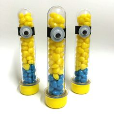 Tubete personalizado dos Minions. Valor com as balas inclusas. Já enviamos prontinho para ser colocado na mesa.