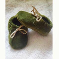 Olive mocassins pour bébés et toutpetits par MikaylaAleahBoutique