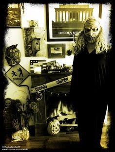 Das bin ich vor meinem Kamin ;-) Halloween 2017   #halloween #deko #easy #herbst #spooky #grusel www.hamburgersafari.de  (C) Anika Bischoff