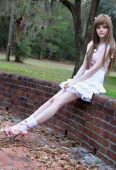 KotaKoti (Dakota Rose). Girl Who Looks like a Doll