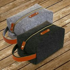 Wool felt & genuine leather and Waterproof polyester lining Leather Wallet, Leather Bag, Toiletry Bag, Tote Bag, Diy For Men, Handmade Bags, Bag Making, Wool Felt, Purses And Bags