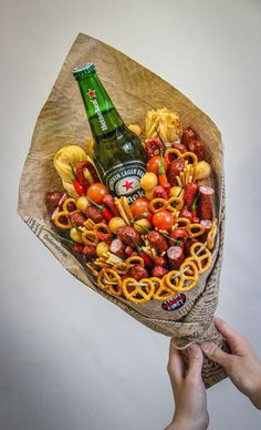 Man Bouquet, Food Bouquet, Five Senses Gift, Best Party Food, Diy Presents, Food Gifts, Food Presentation, Charcuterie, Hobbies And Crafts