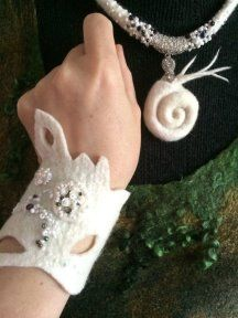 a lovely white felted wool cuff bracelet and pendant. Felt Diy, Felt Crafts, Wet Felting, Needle Felting, Textiles, Felt Bracelet, Bracelets, Felting Tutorials, Felt Applique