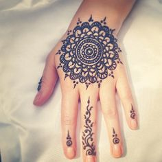 When I get henna I need to do this, this is one of my favorite henna tattoos yet