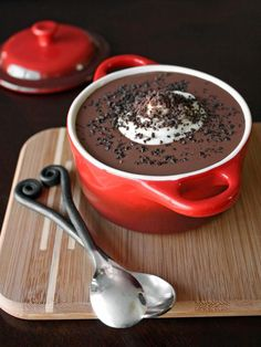 Valentine's Day would not be complete without chocolate (and flowers!) and the more decadent, the better. Below are 5 chocolate dessert recipes to woo your honey with and satisfy that sweet craving. The Ultimate Red Wine Chocolate Raspberry Cake's Yummy Treats, Sweet Treats, Yummy Food, Yummy Yummy, Köstliche Desserts, Dessert Recipes, Dessert Original, Eat Dessert First, Nutella