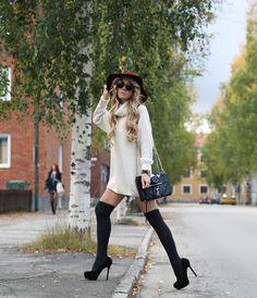 Turtle neck dress- Ginatricot.com, knee socks- Falke/Helensunder.se, heels- Steve Madden/Sarenza.se, bag- Rebecca Minkoff/Sarenza.se, vintage camera- Canon (my grandfathers), hat- Beyond retro…