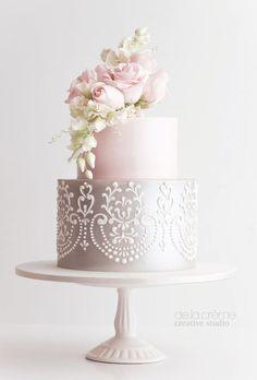 Featured Cake: De la Crème Creative Studio; Wedding cake idea.
