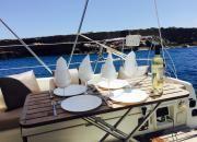 """Comer en el mar....velero """"De Lucía"""", chárter náutico todo incluido Ibiza-Formentera en www.entreibizayformentera.es  #ibiza #formentera #navegar #charternautico #alquilerbarcos #barcos #veleros"""