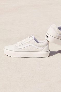 fc9552232960 Entire clothing along with a pair of Platform Shoes For ladies.  #Platformshoessneakers Vans Old